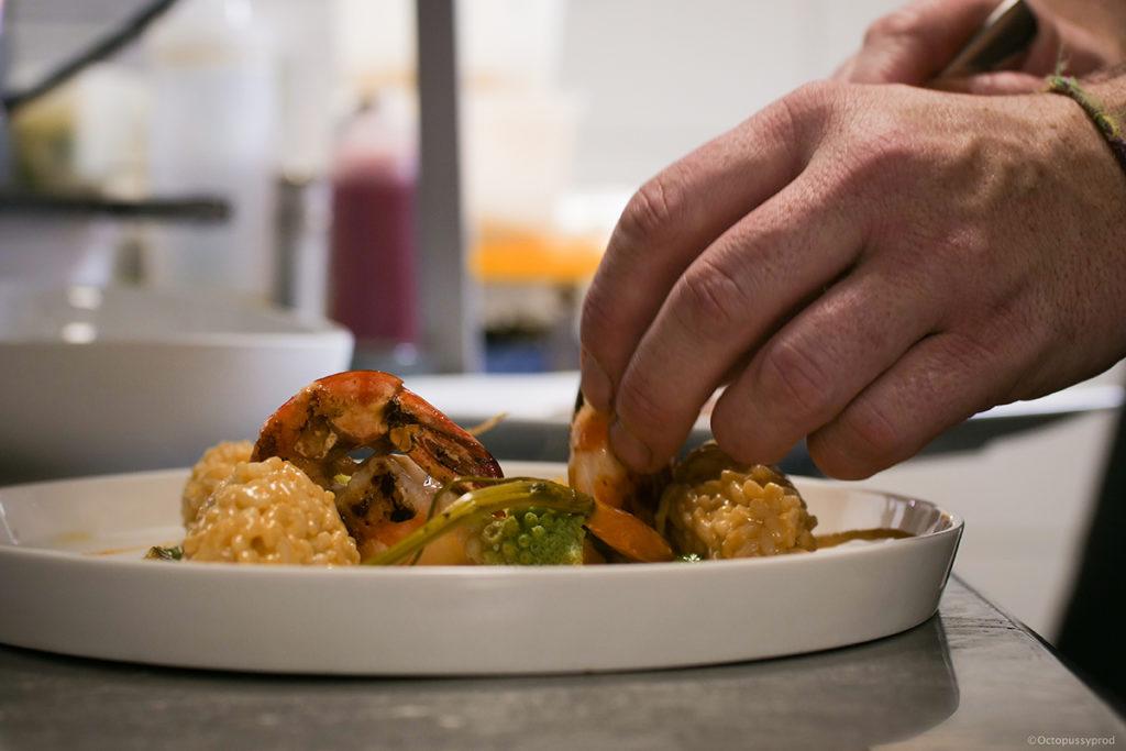 preparation plat restaurant la petite cuillère villeneuve lez avignon
